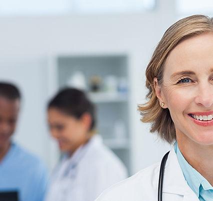 Weiblicher Doktor in der Farbe