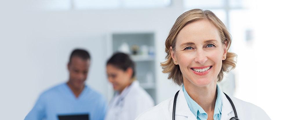 Женщина-врач в цвете
