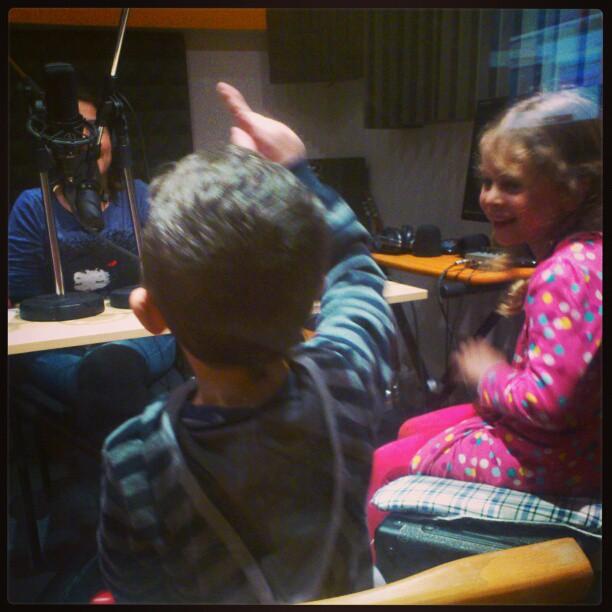 ילדים מתארחים באולפן