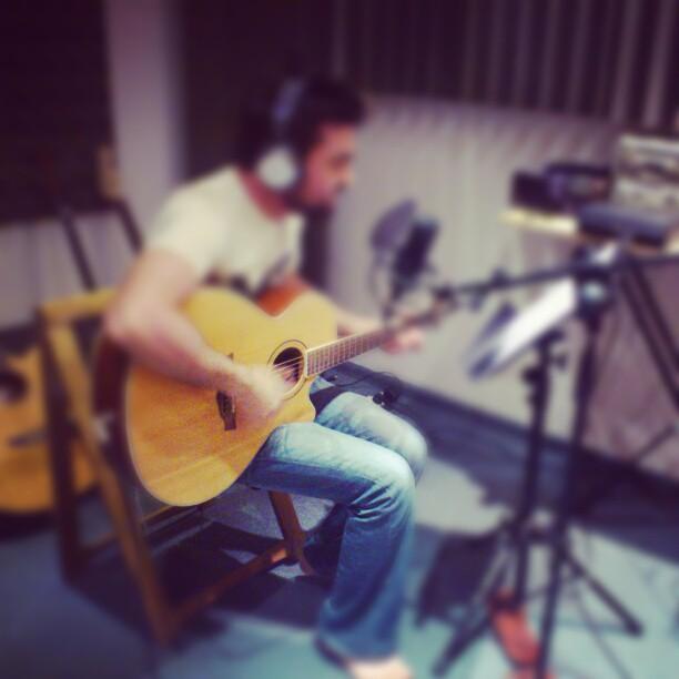 הקלטת גיטרה אקוסטית ושירה