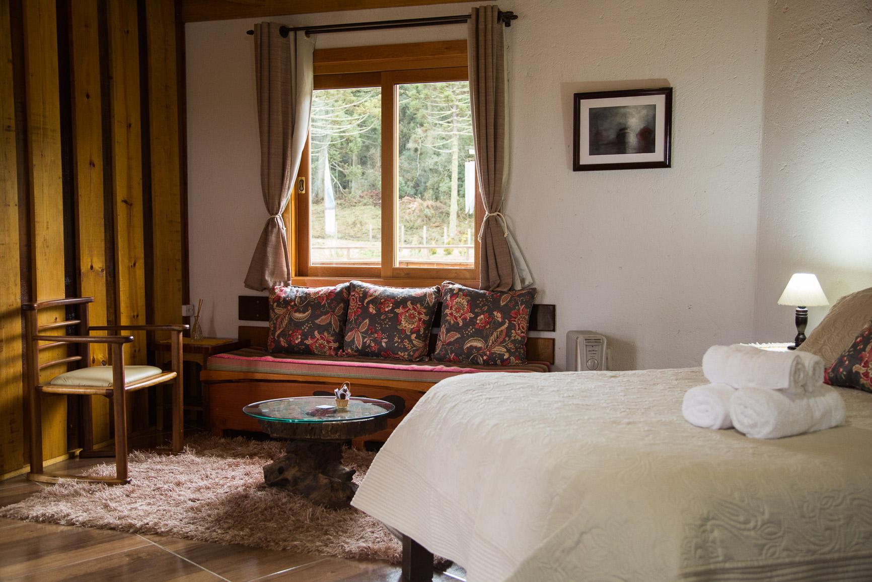Cama de casal e sofa