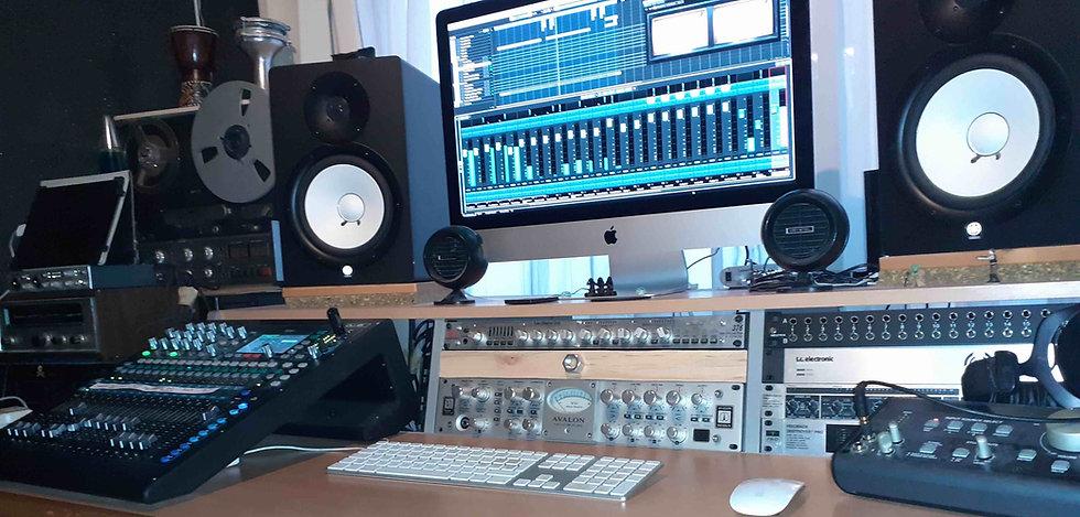Studio%2001%3A2021%20KLEIN_edited.jpg
