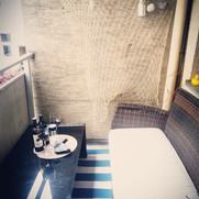 Von der Chillout Lounge direkt in die 8 m2 Loggia.