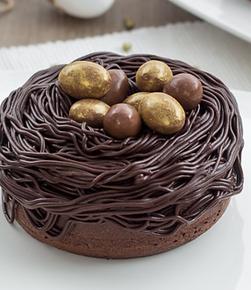 Nid en chocolat et ses oeufs de Pâques.png
