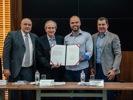 SP Negócios e Abit firmam convênio para fomento de polo de confecções na Zona Leste