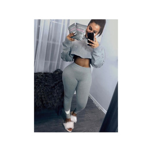 Grey Leggings and cute crop jumper if you have the stomach for it always works well with a pair of Blanc furrys.  @kikirajx0