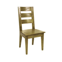 木製の椅子