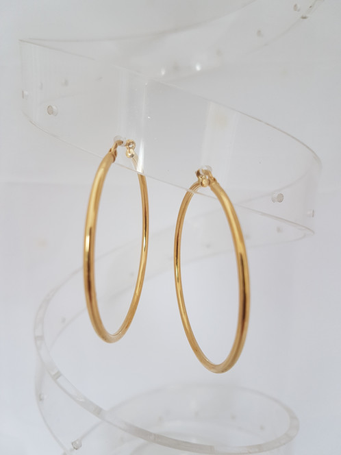 A Pair Of Yellow Gold Creole Earrings Stamped 18k Weight 4 46 Grms And 5cm Diameter