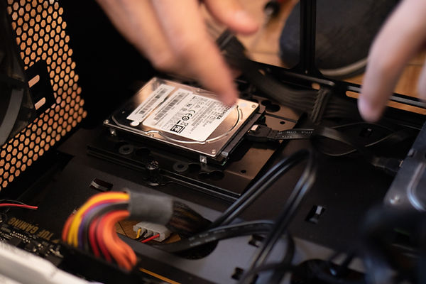 black-and-white-hard-disk-drive-2582931.