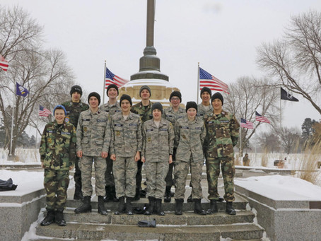 Local youth honor military with Fort Snelling wreaths