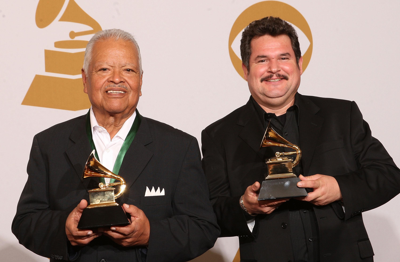 2009- Mariachi Los Camperos gana segundo Grammy, Mejor Disco Regional Mexicano por su produccion de
