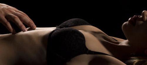 14 массаж девушка лежит.jpg