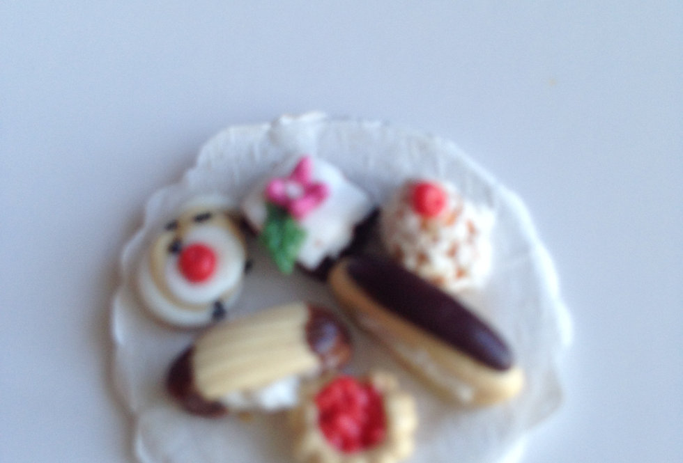 Plate of 6 Fancy Cakes