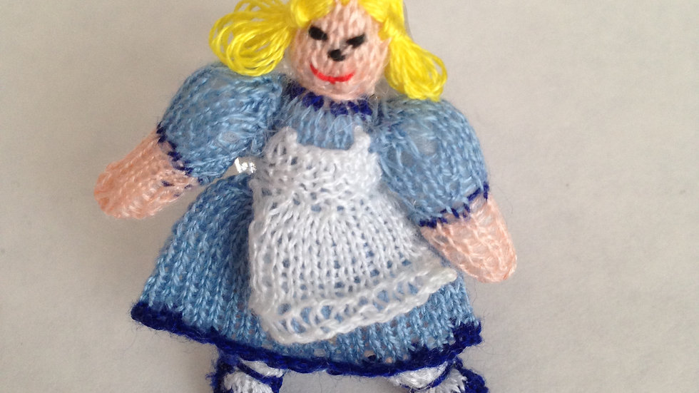 Handknitted 1/12th scale dolls house miniature
