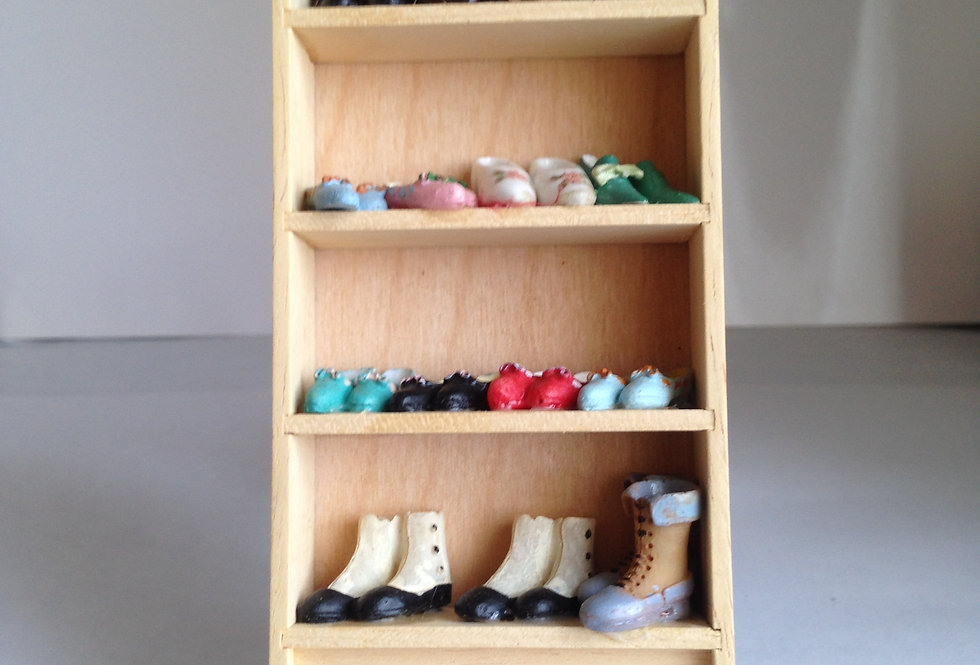 Whitewood Shoe Stand