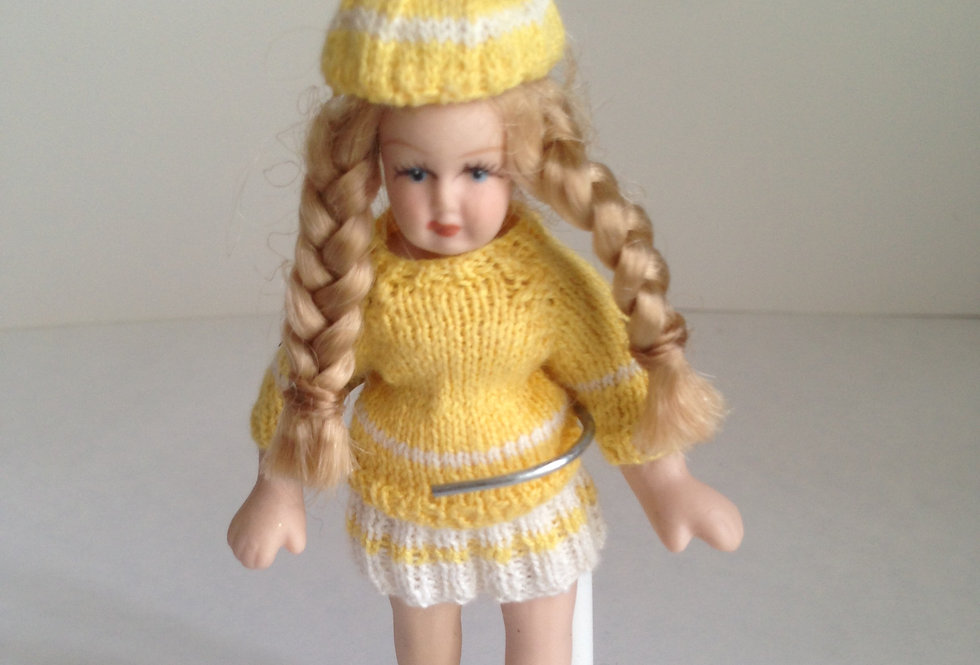 Doll - Yellow / White Outfit