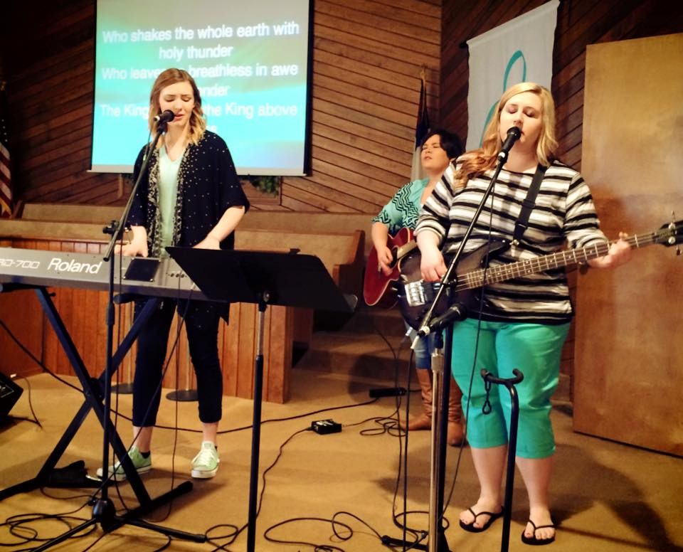 Brent Anderson girls leading worship