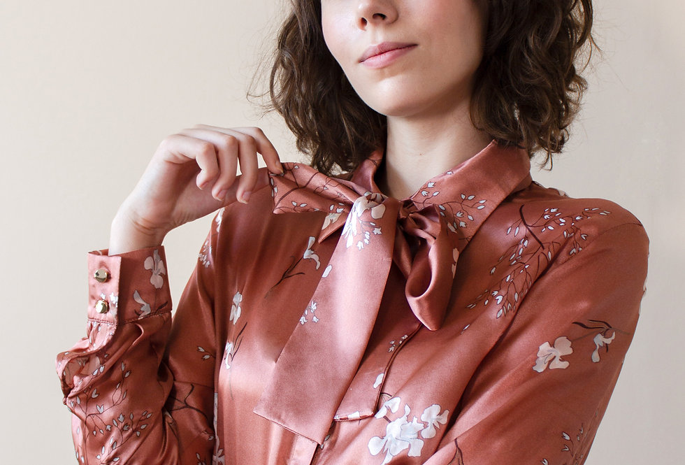 Блуза шелковая с бантом