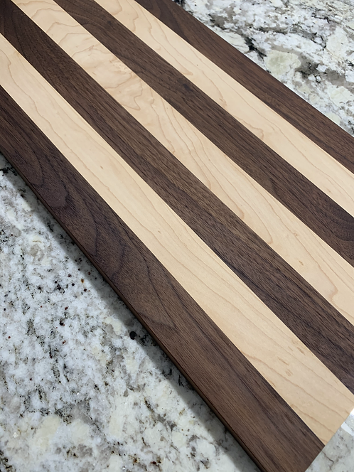 Charcuterie Board/Walnut and Maple/Large