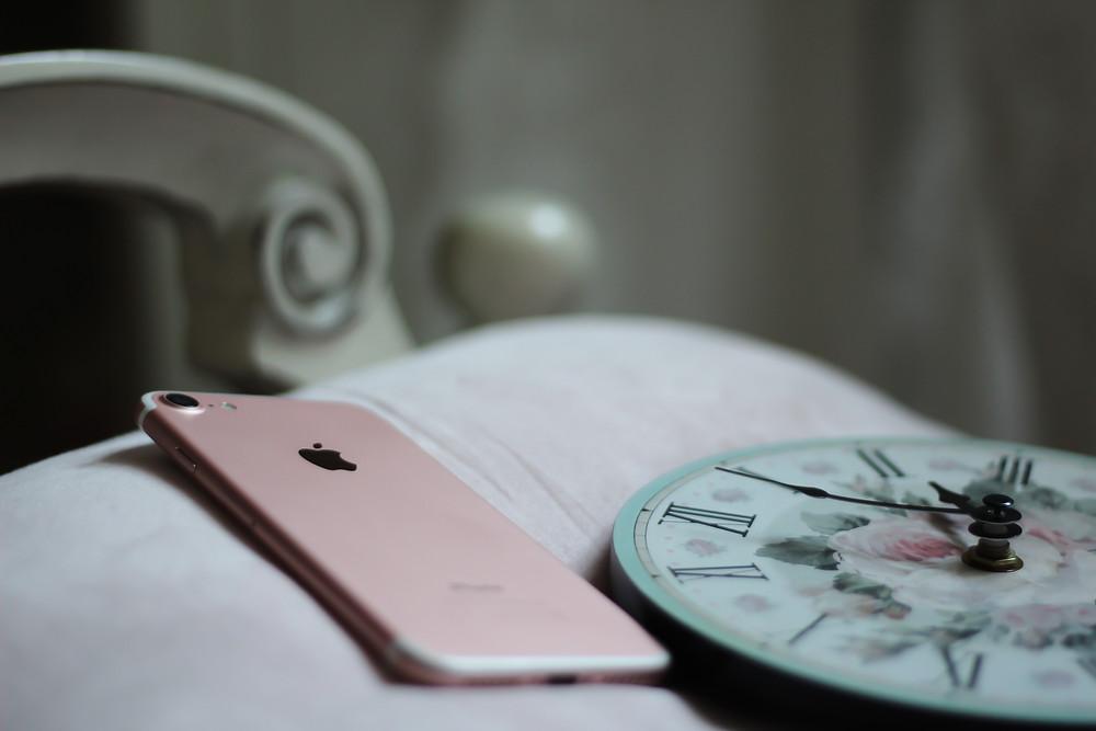 Mobil och klocka