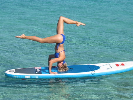 12 yoga poses to try on a SUP (Stand-up Paddle Board)