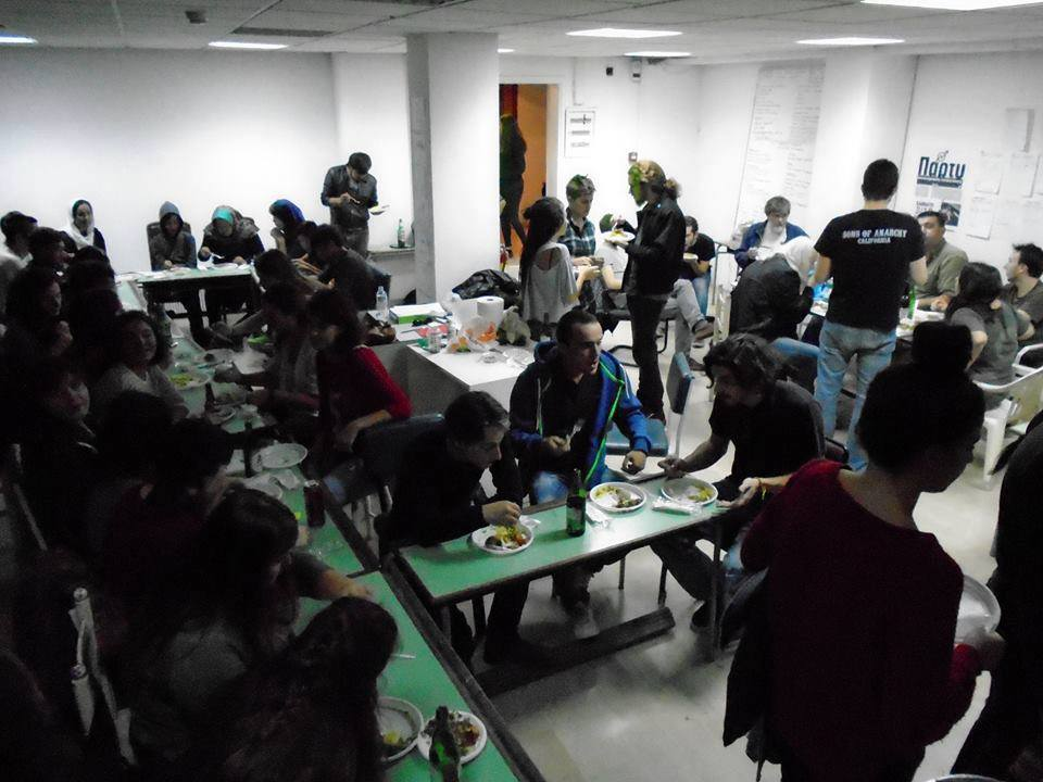 Dinner of refugees and members of Notara 26