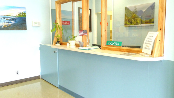 Kau Clinic Front Desk 6.14.12 - Copy_3.JPG