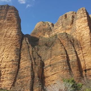 Sierra de Guara Mallos de Riglos.jpg