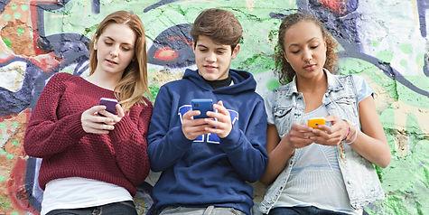 o-TEEN-GIRL-SMARTPHONE-facebook.jpg