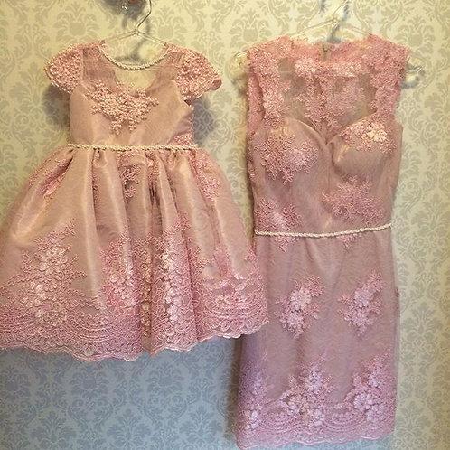 Vestido de festa para ser usado pela mãe e pela filha