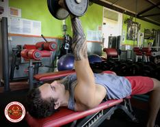 Extension couché d'un bras pour les triceps ...