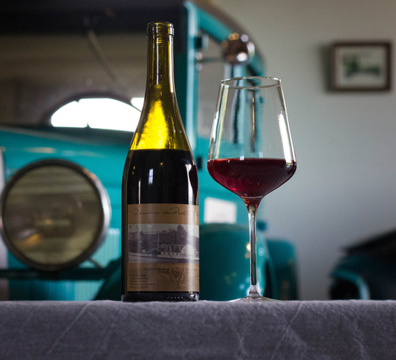 Découvrez nos vins et notre musée d'automobiles anciennes