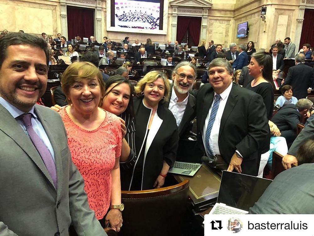 Previo a la sesión de repudio al golpe de Estado en Bolivia, diputados y senadores proclamaron la fórmula presidencial ganadora de Alberto Fernández y Cristina Fernández de Kirchner.