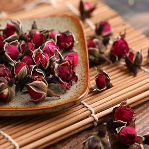 Golden-rim Rose buds