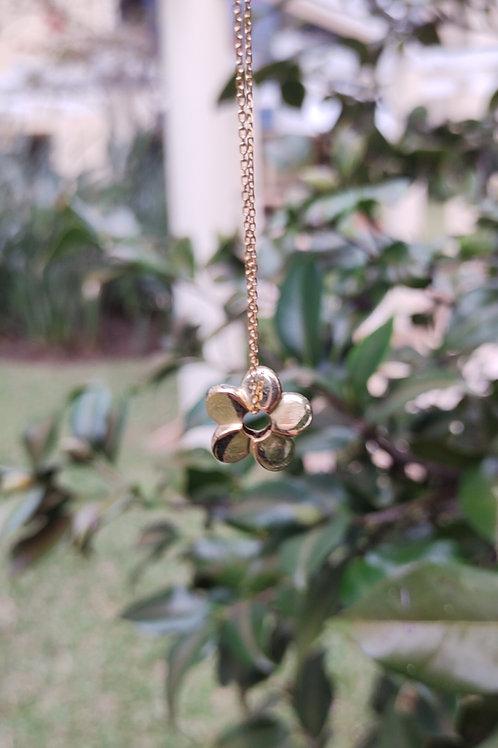 Colar Flor Dourado
