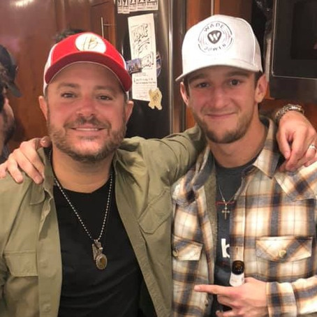 HAYDEN BAKER PERFORMS WITH WADE BOWEN AT HURRICANE HARRY'S