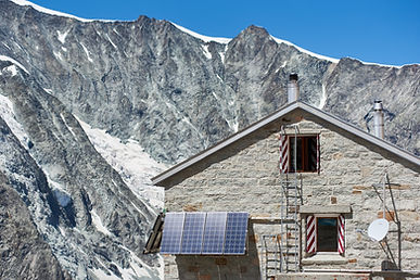 Horizontal snapshot of the alpine hut th