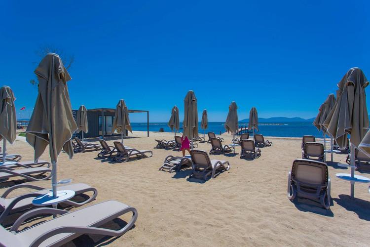 26 - Beach Emapark.jpg