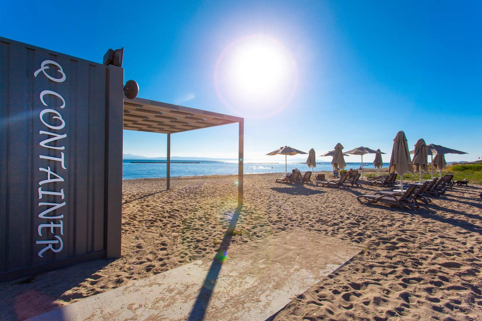 24 - Beach club Emapark.jpg