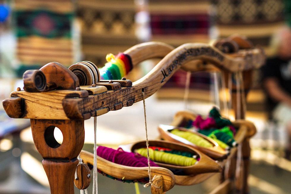 photodune-12442700-weaving-loom-and-thre