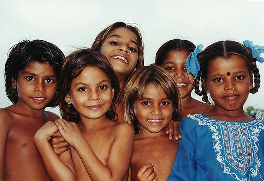 grupo orfanato india.jpg