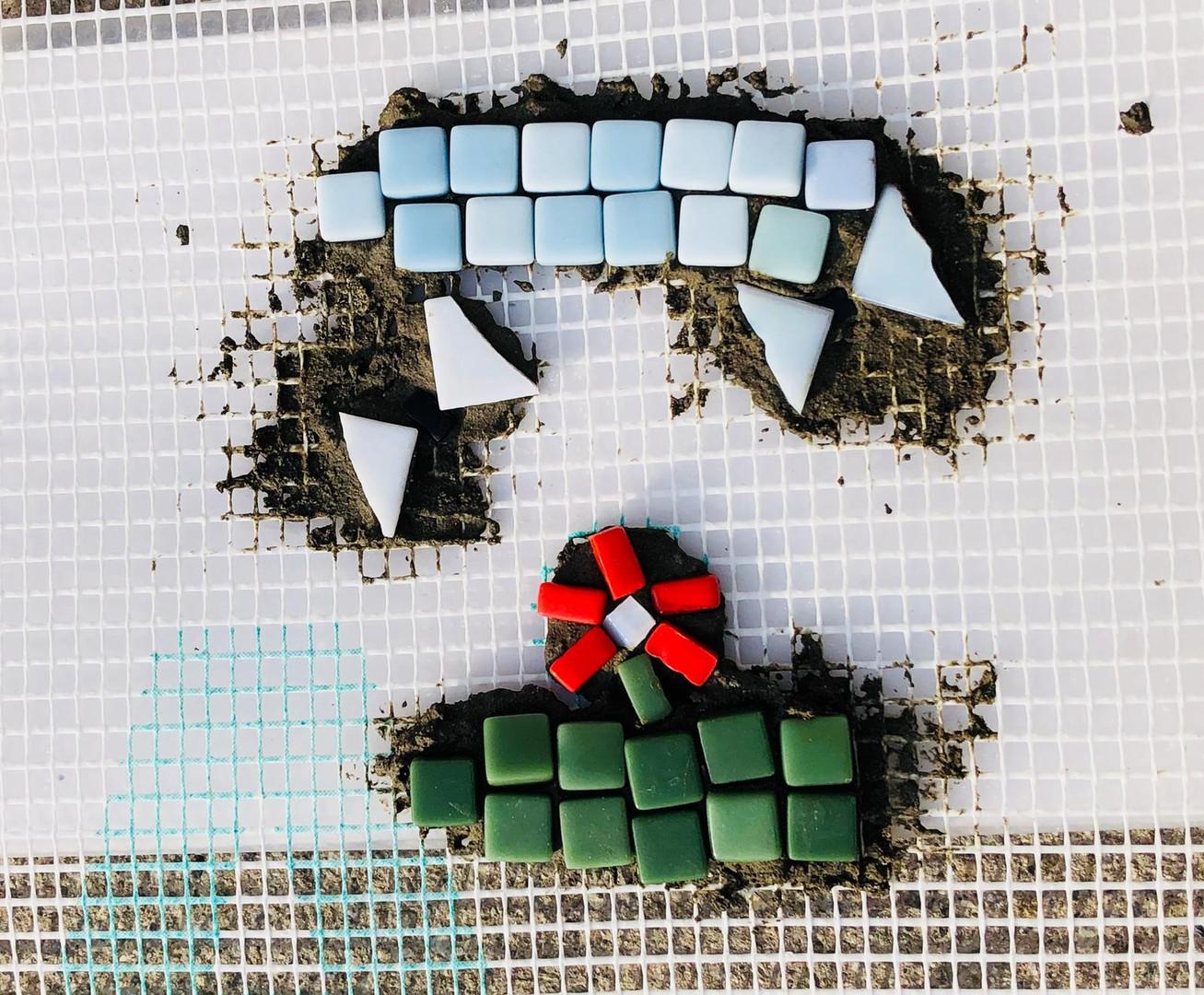 Laboratorio di mosaico con pezzi riciclati!