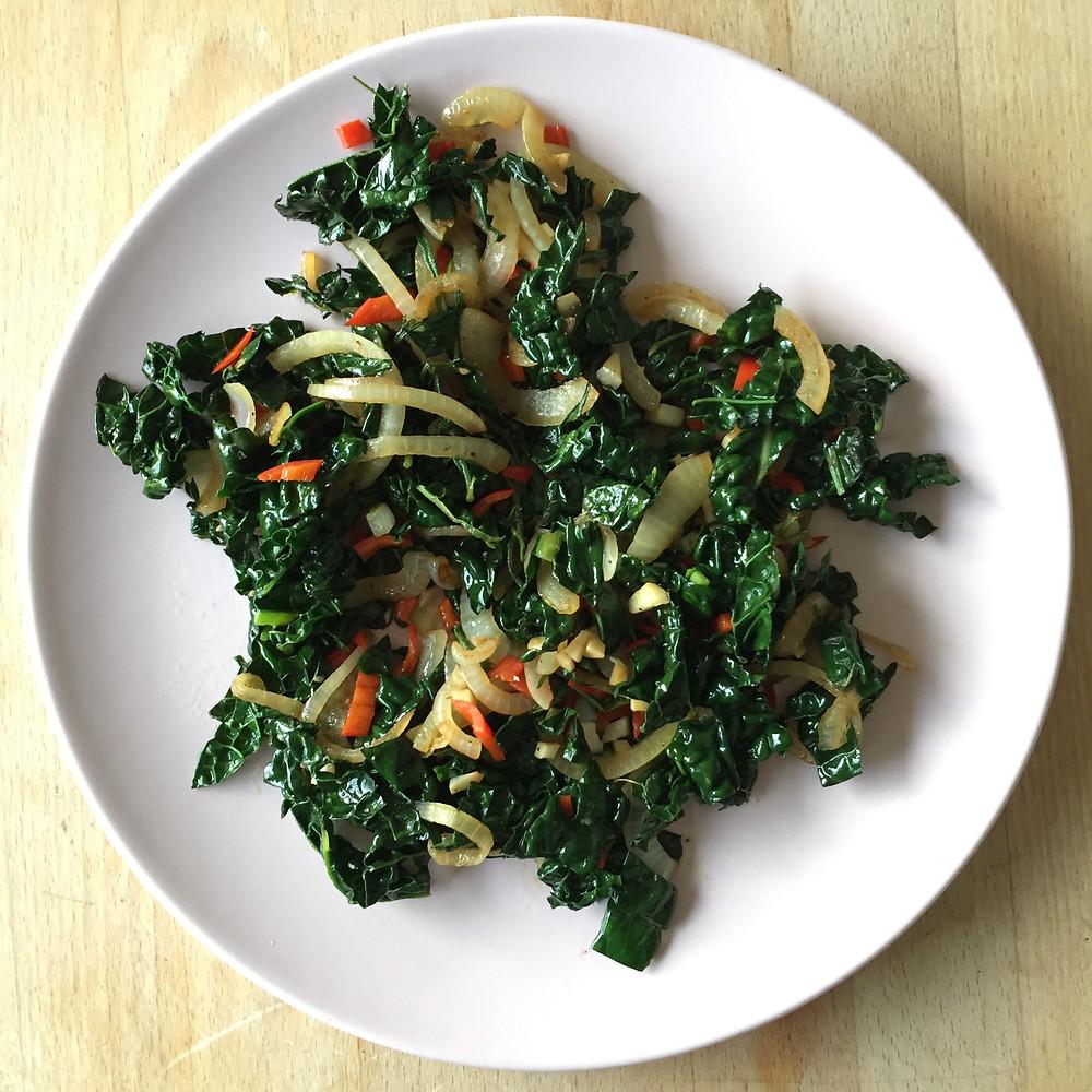 palmekål, varm salat, fibre, topping, økologisk