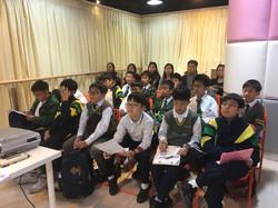 學生集中地聽 seminar
