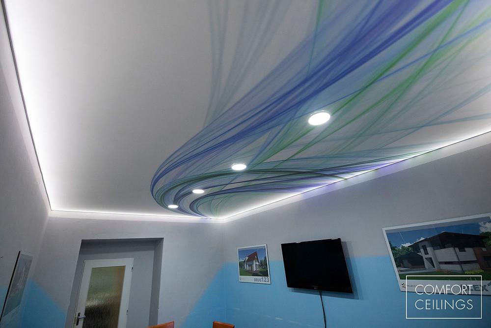 Napínaný strop s potiskem v rámci výměny za původní bílou fólii