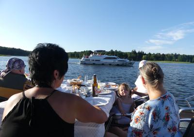 Bonne Maman an Bord von Revier Charter - Hausbooturlaub einmal anders...
