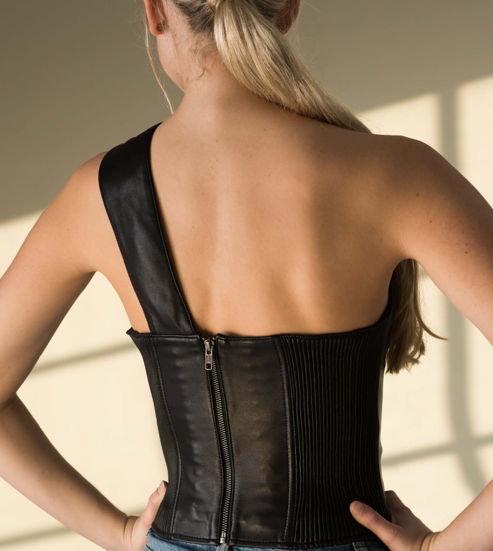 The Ginni corset in Black