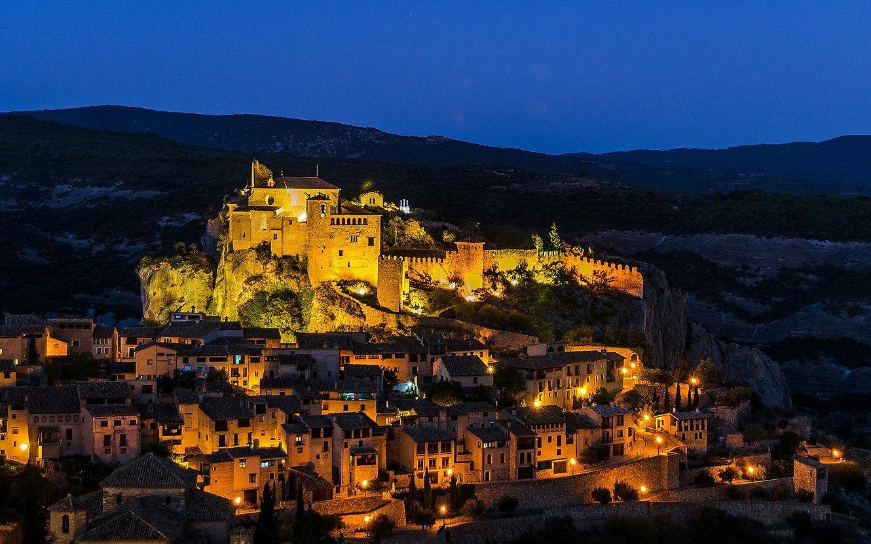 Spain_Houses_Fortress_Alquezar_Aragon_Ni