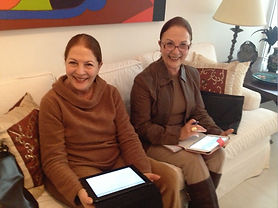 Mamix e Vilma com ipad.jpg