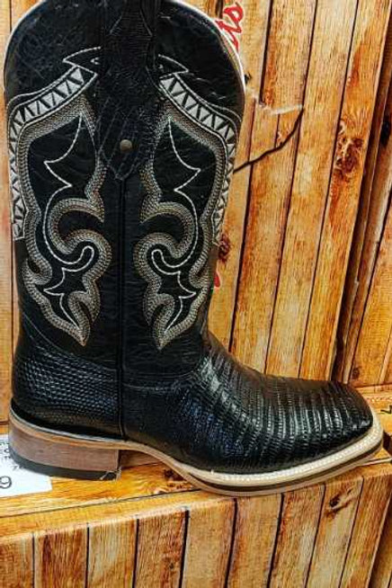 Western coyboy boots. Geniune leather with high quality detailed design.
